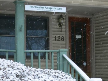 rochester_acupuncture_front_snow